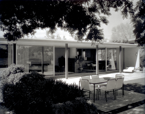 https://blog.buildllc.com/wp-content/uploads/2009/07/Julius-Shulman-Zimmerman-Residence.jpg