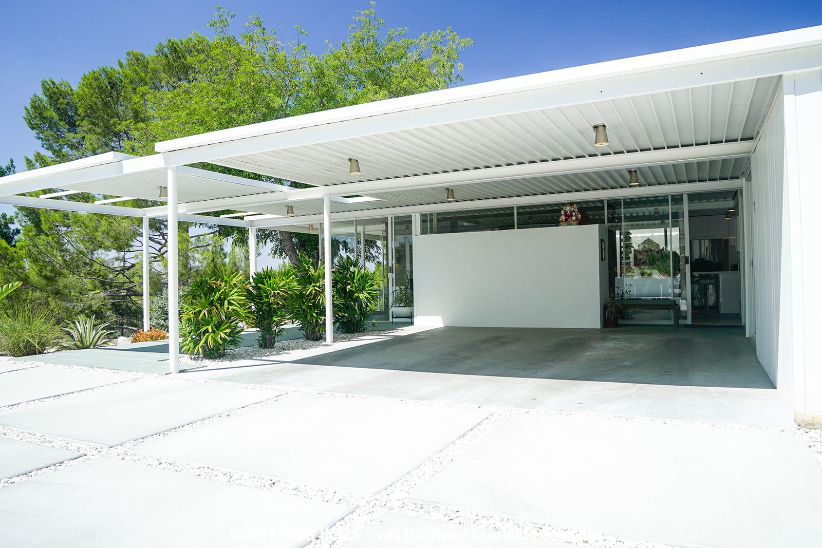 Ever Wanted to Stay in a Midcentury House Designed by Pierre Koenig? - Photo 1 of 18 -
